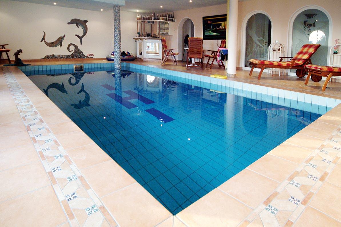 Schwimmb der pools mietz natursteine fliesen - Schwimmbad mosaik ...